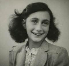 Anne Frank, mei 1942.