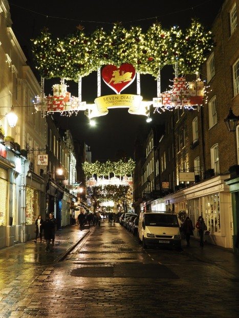 The streets look like this now....very Christmassy